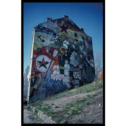 True Rebel Postcard Hafenstrassenwand