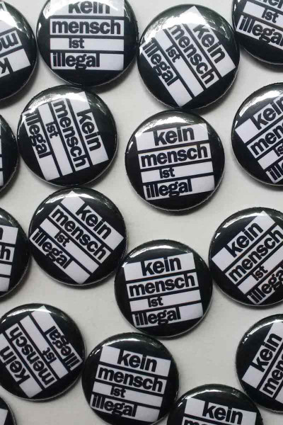 True Rebel Button Kein Mensch Black